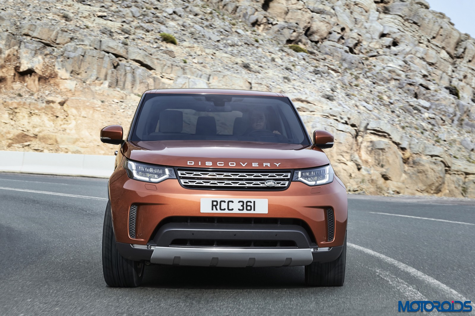 new 2017 land rover discovery features images video tech specs and prices motoroids. Black Bedroom Furniture Sets. Home Design Ideas