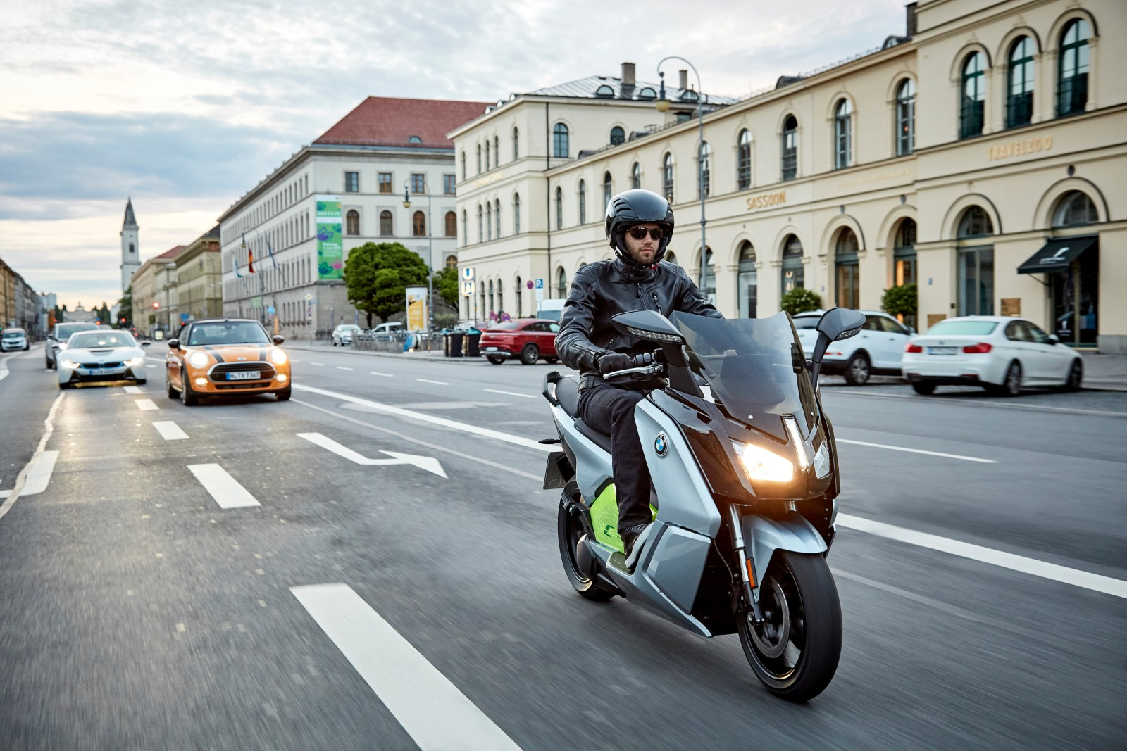 new-bmw-c-evolution-electric-scooter-2
