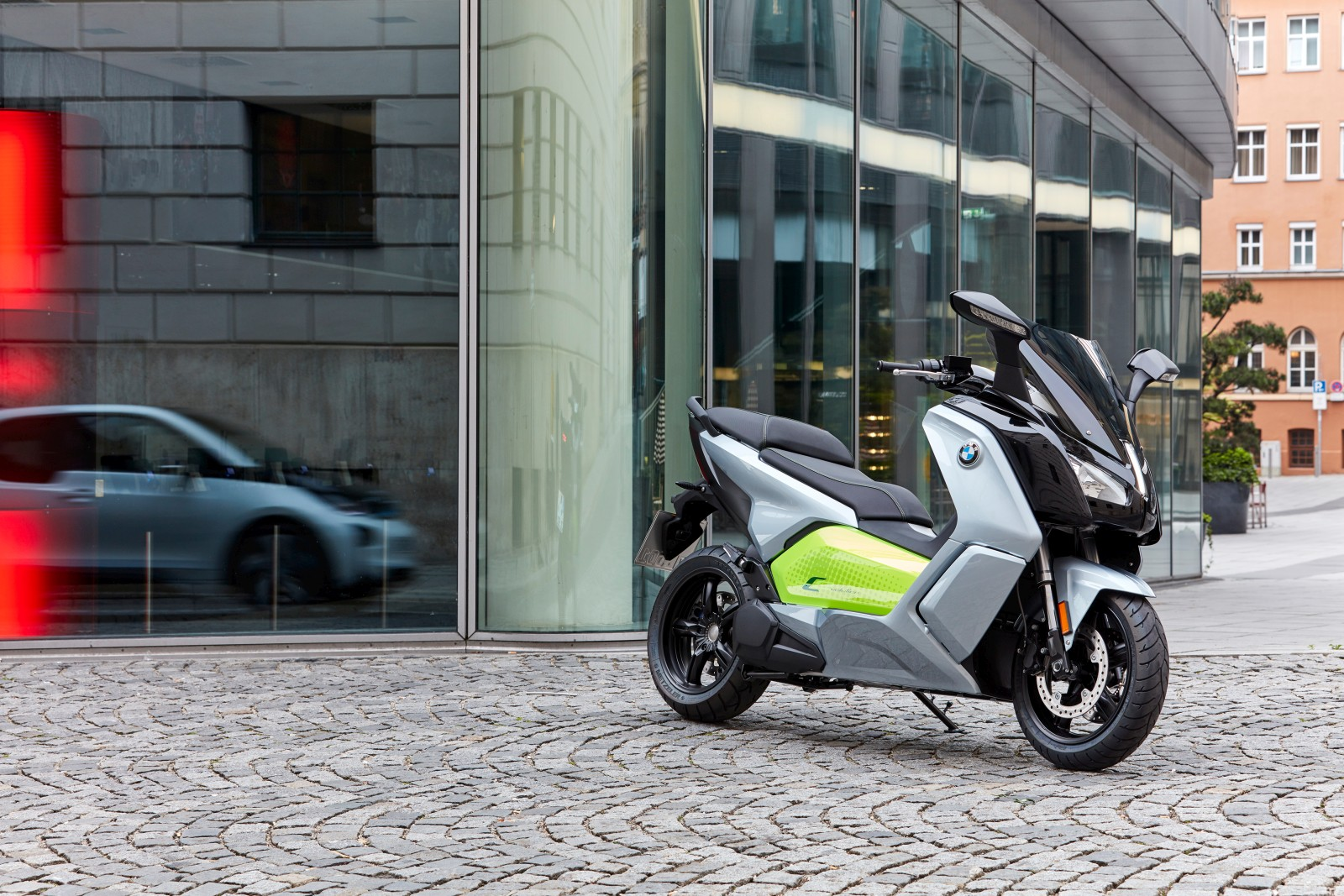 new-bmw-c-evolution-electric-scooter-22