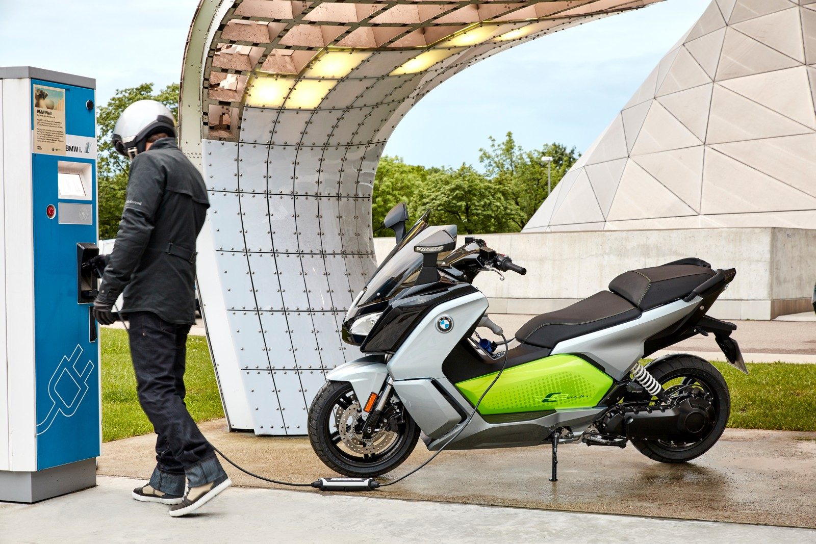 new-bmw-c-evolution-electric-scooter-25