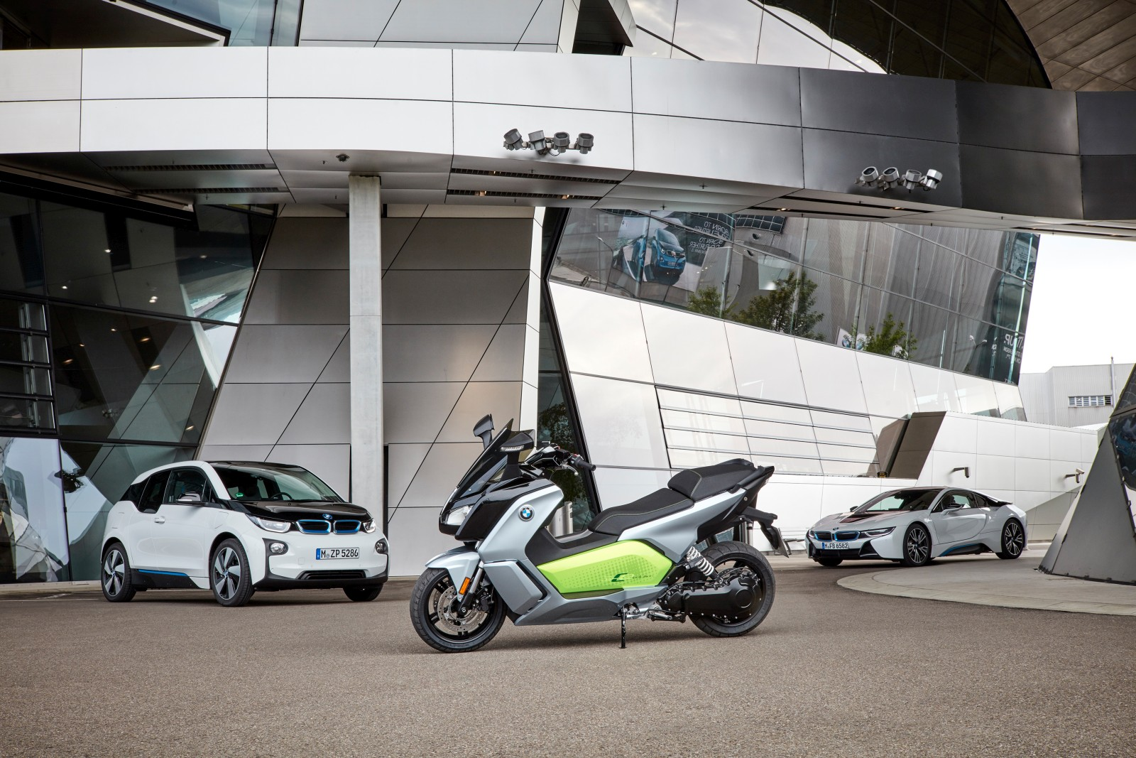 new-bmw-c-evolution-electric-scooter-26