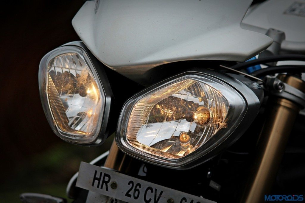 Triumph Speed Triple 1050 headlamp (1)