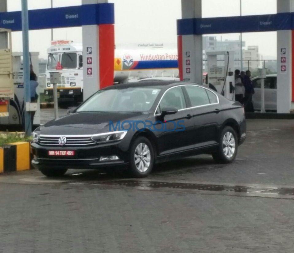upcoming-volkswagen-passat-spied