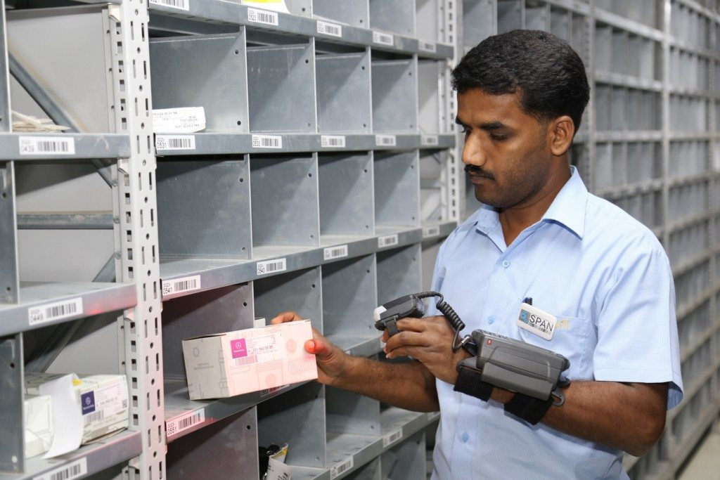 use-of-rfid-scanner-in-the-parts-warehouse