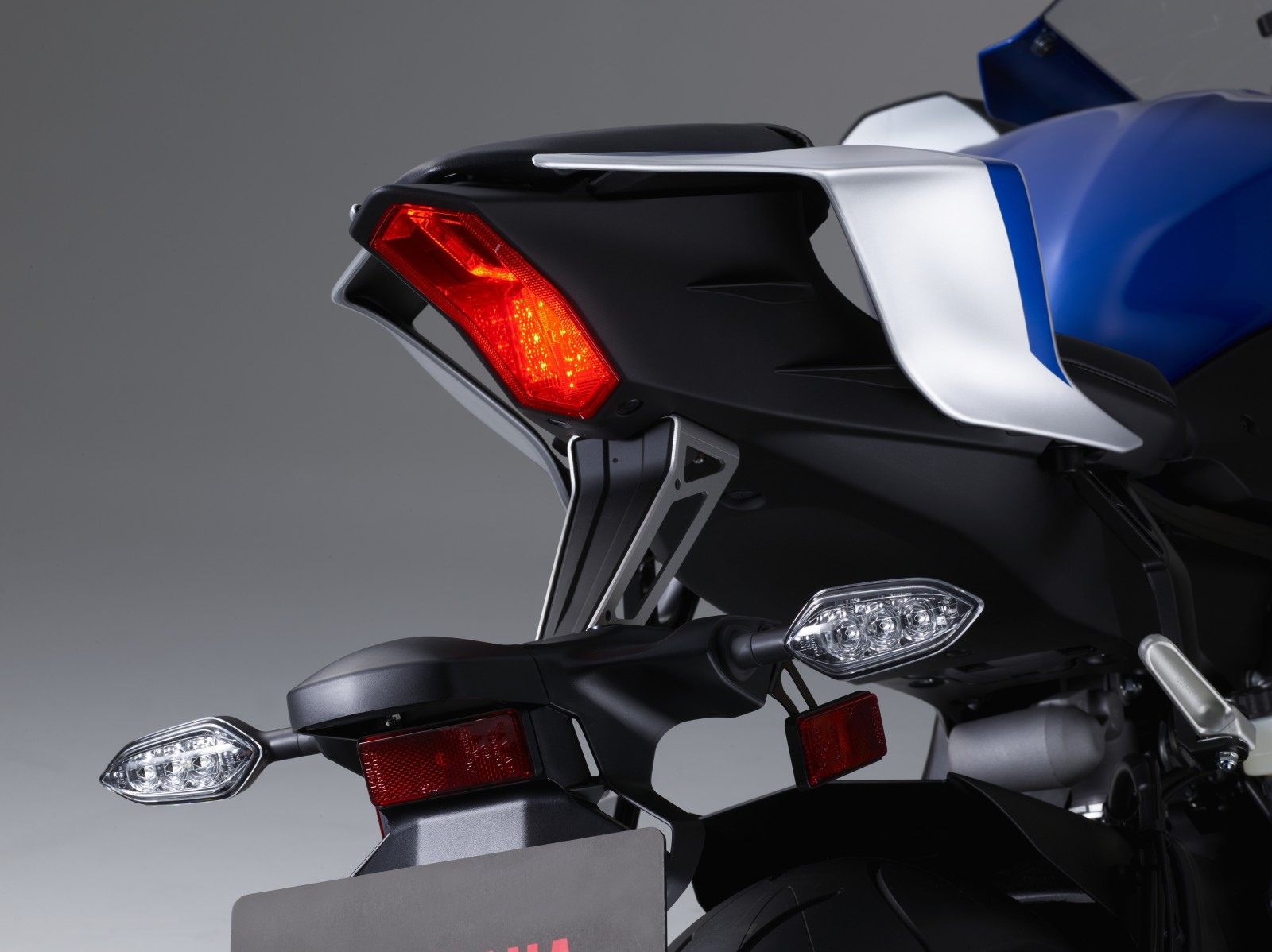 All new 2017 Yamaha YZF-R6 revealed : Complete details