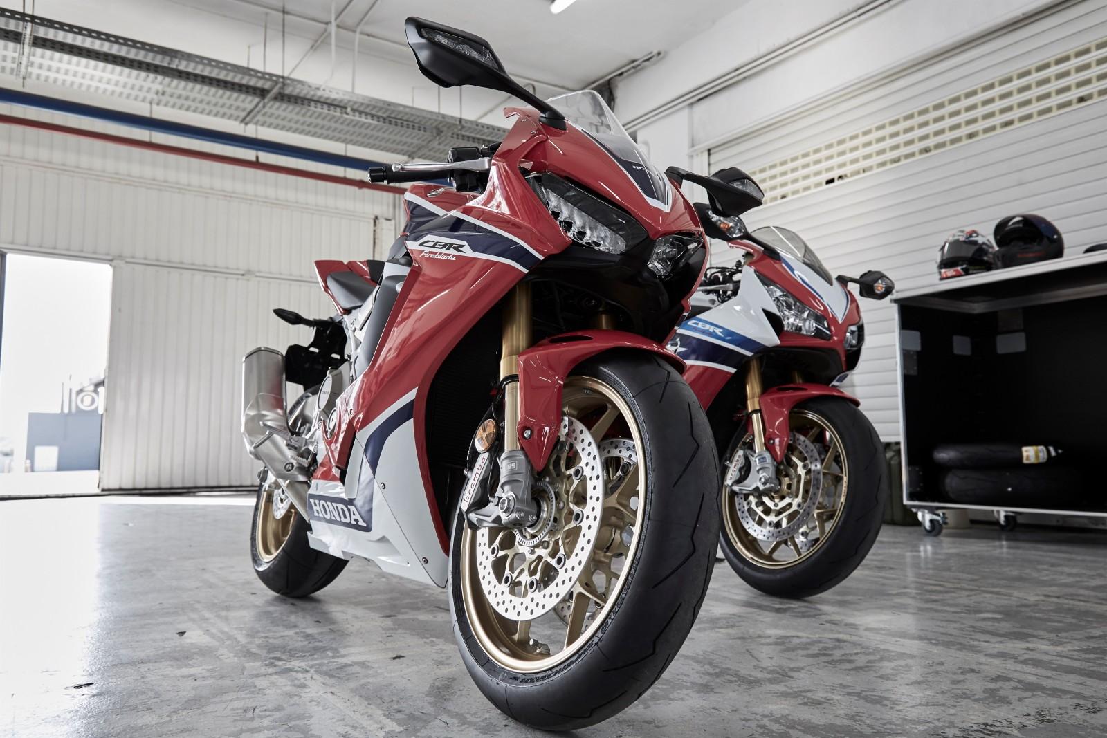 MY17-Honda-CBR1000RR-Fireblade-SP-19