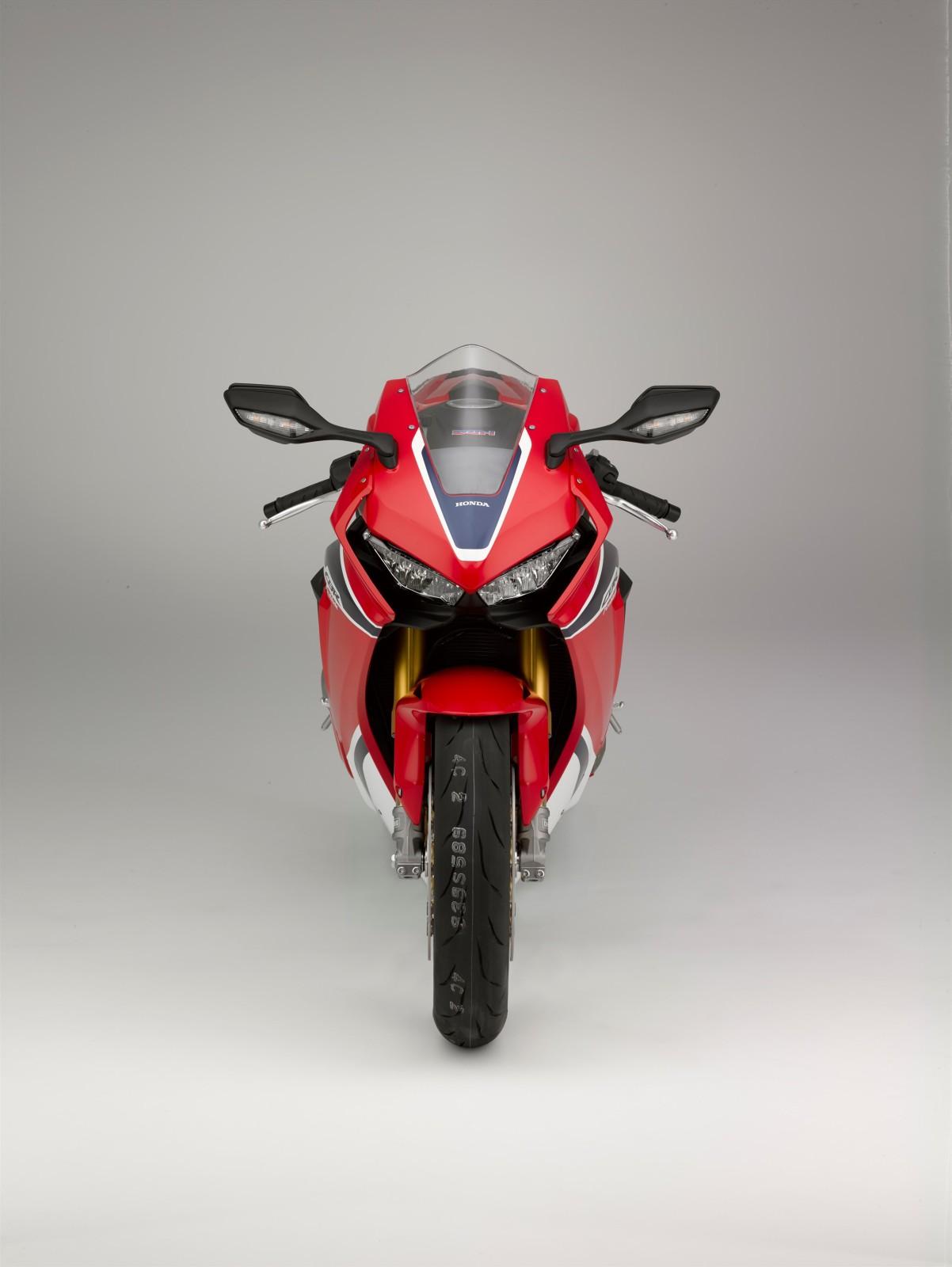 MY17-Honda-CBR1000RR-Fireblade-SP-2