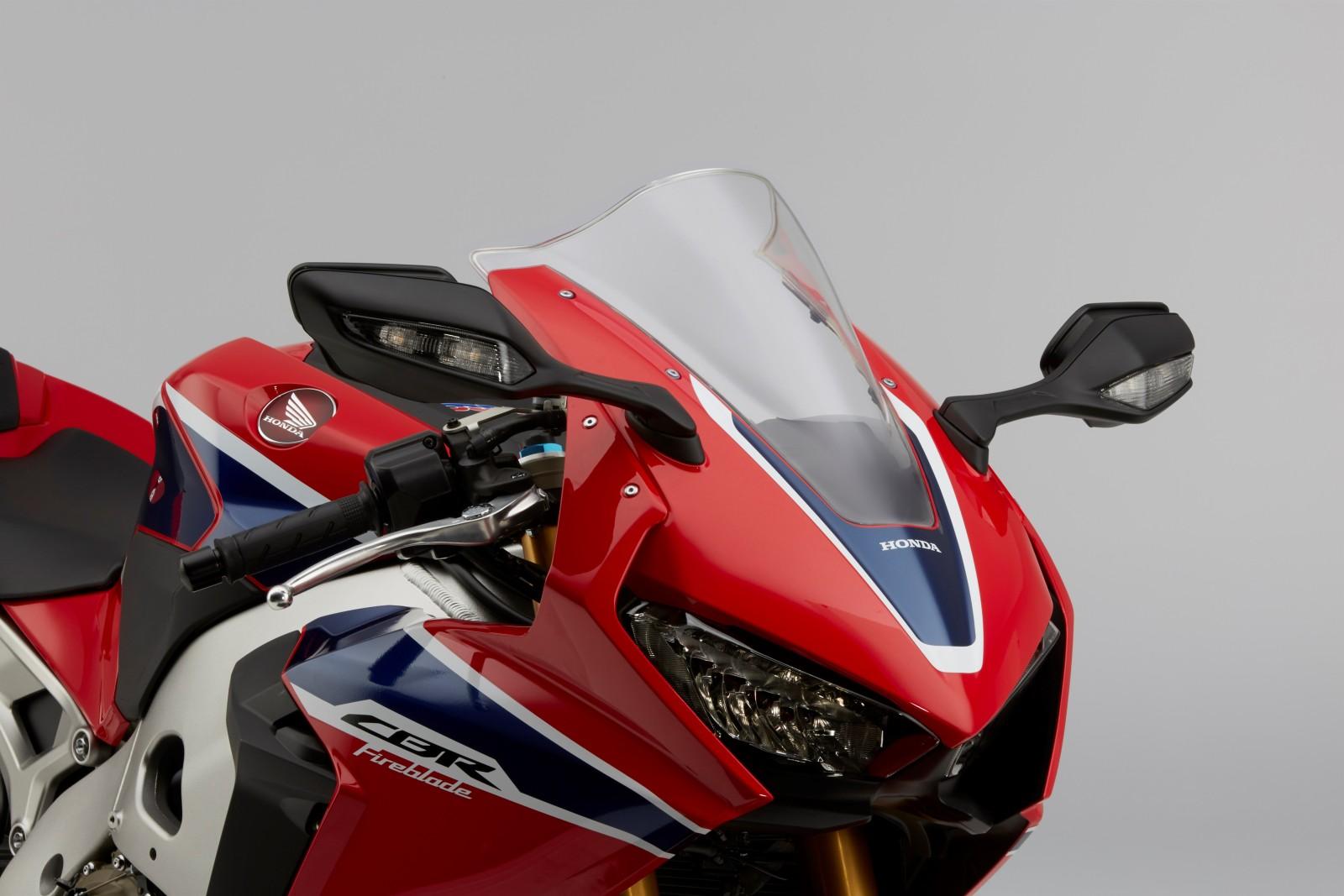 MY17-Honda-CBR1000RR-Fireblade-SP-andSP2-4