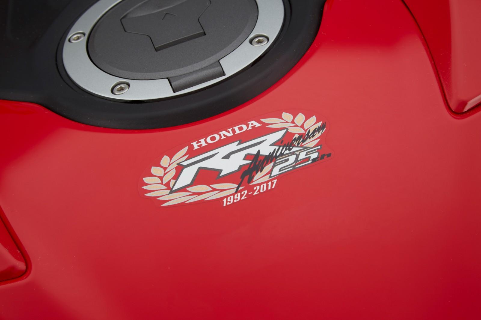 MY17-Honda-CBR1000RR-Fireblade-SP-andSP2-6