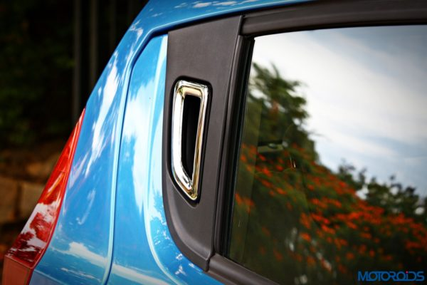 mahindra-e2o-plus-door-mounted-handle-new-kink