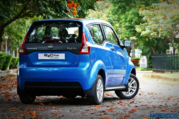 mahindra-e2o-plus-leg-room-knee-room-2