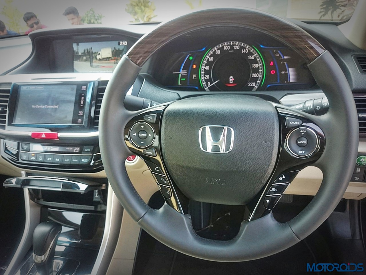 new-2016-honda-accord-hybrid-review-39