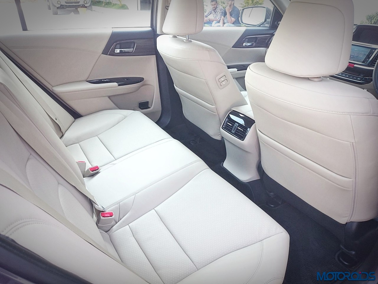 new-2016-honda-accord-hybrid-seats-2