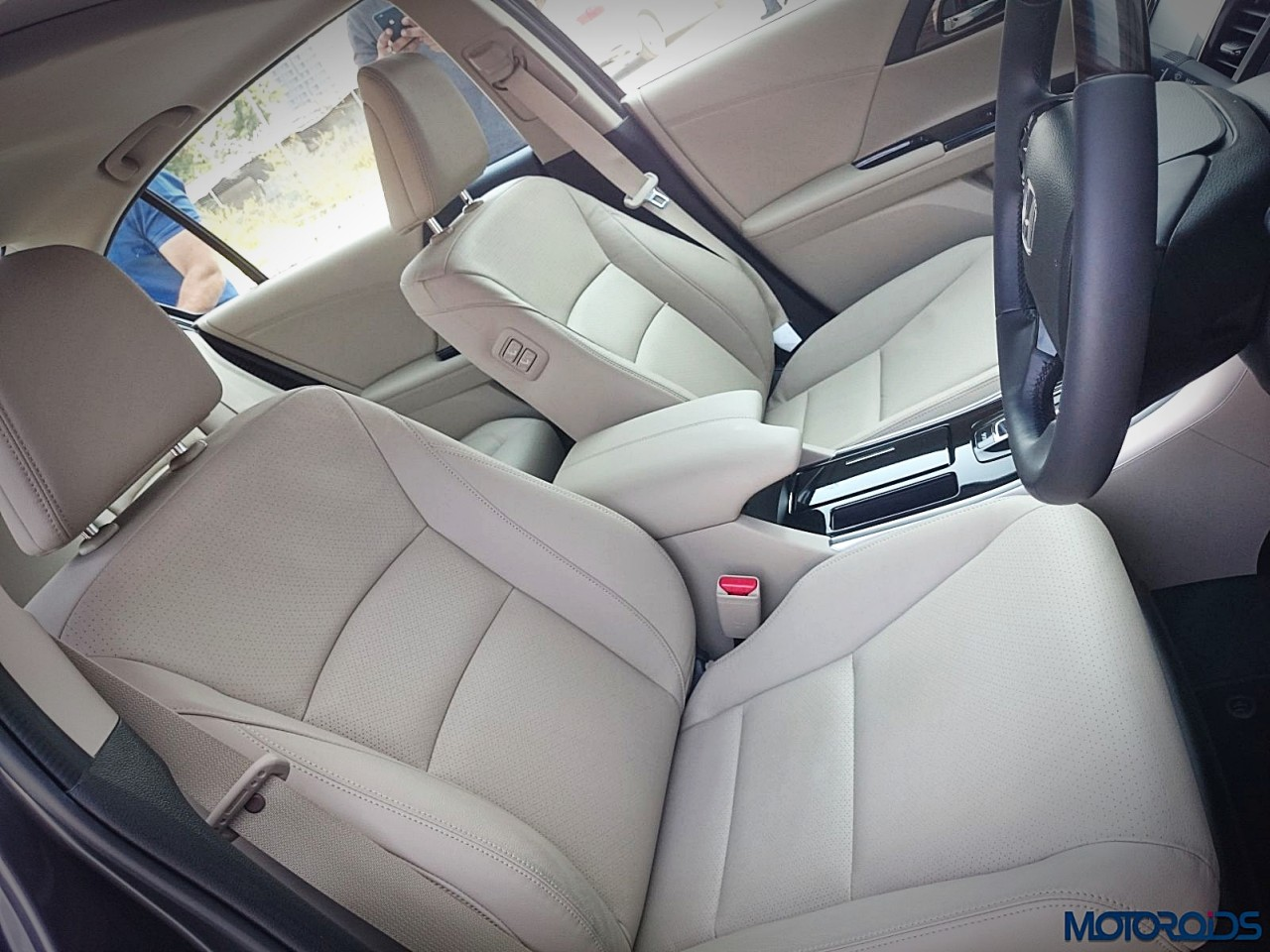 new-2016-honda-accord-hybrid-seats-3