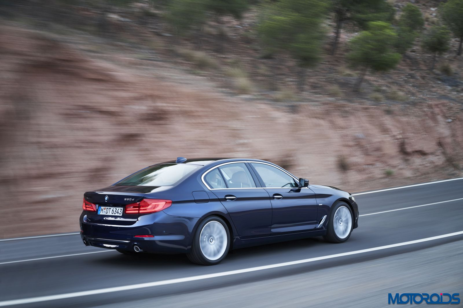 new-bmw-5-series-luxury-line-37