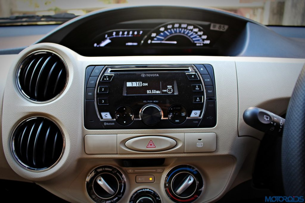 new-toyota-etios-liva-center-console
