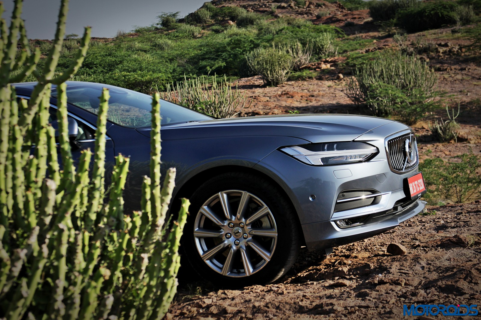 new-volvo-s90-front-2