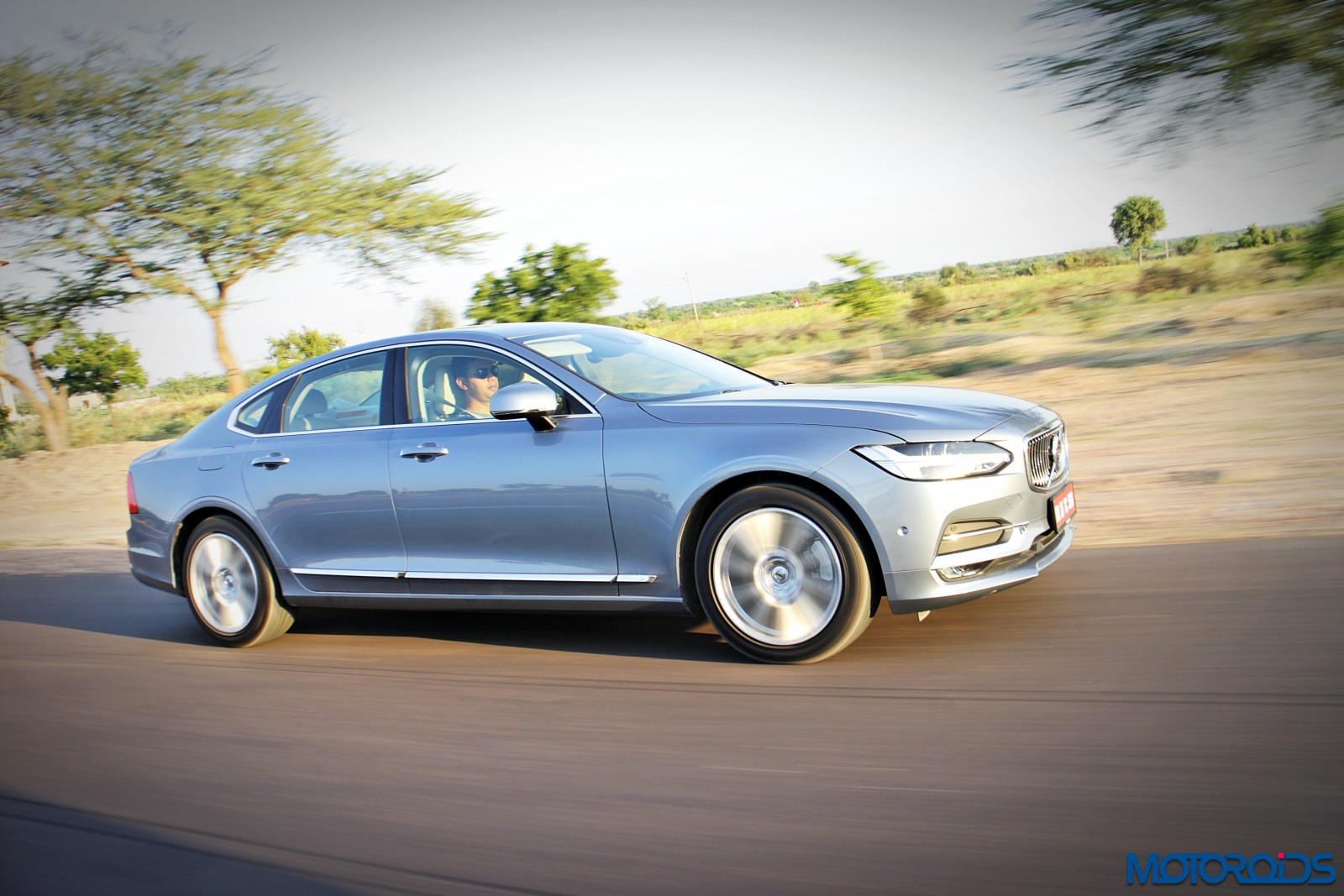 new-volvo-s90-side-3