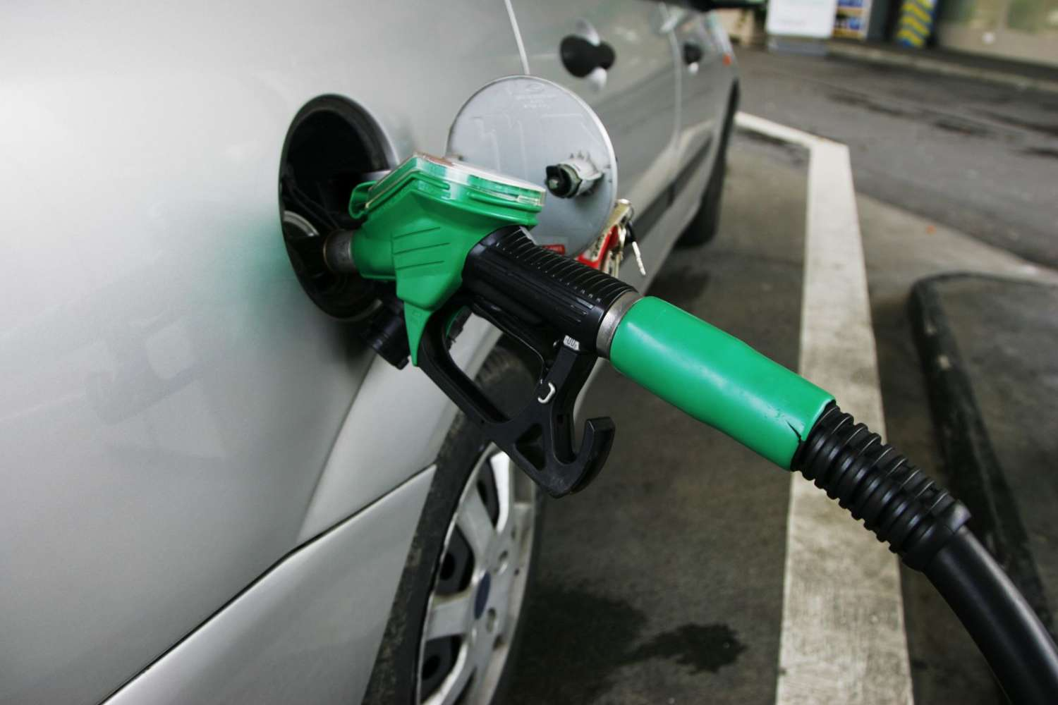 uk petrol industry Petrol and gasoline are nothing but the different names for same fuel at different places which goes in combustion engines petrol is used in mostly the uk and countries like india, pakistan, bangladesh, etc whereas gasoline is used in united.