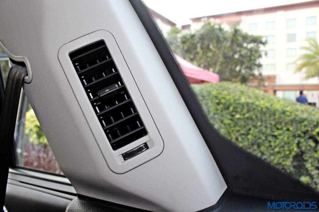 tata-hexa-third-row-ac-vent