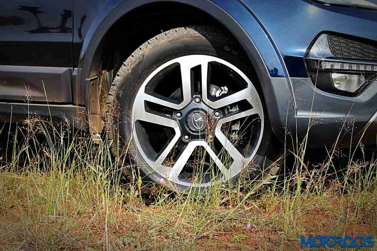 tata hexa wheels 1
