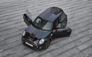 The MINI Cooper S Carbon Edition 1 320x200 New MINI Cooper S Carbon Edition launched in India on Amazon for INR 39.90 lakhs