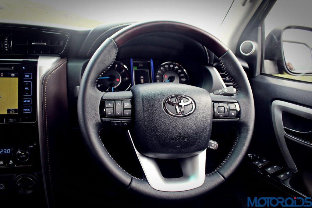 2016-toyota-fortuner-steering-wheel