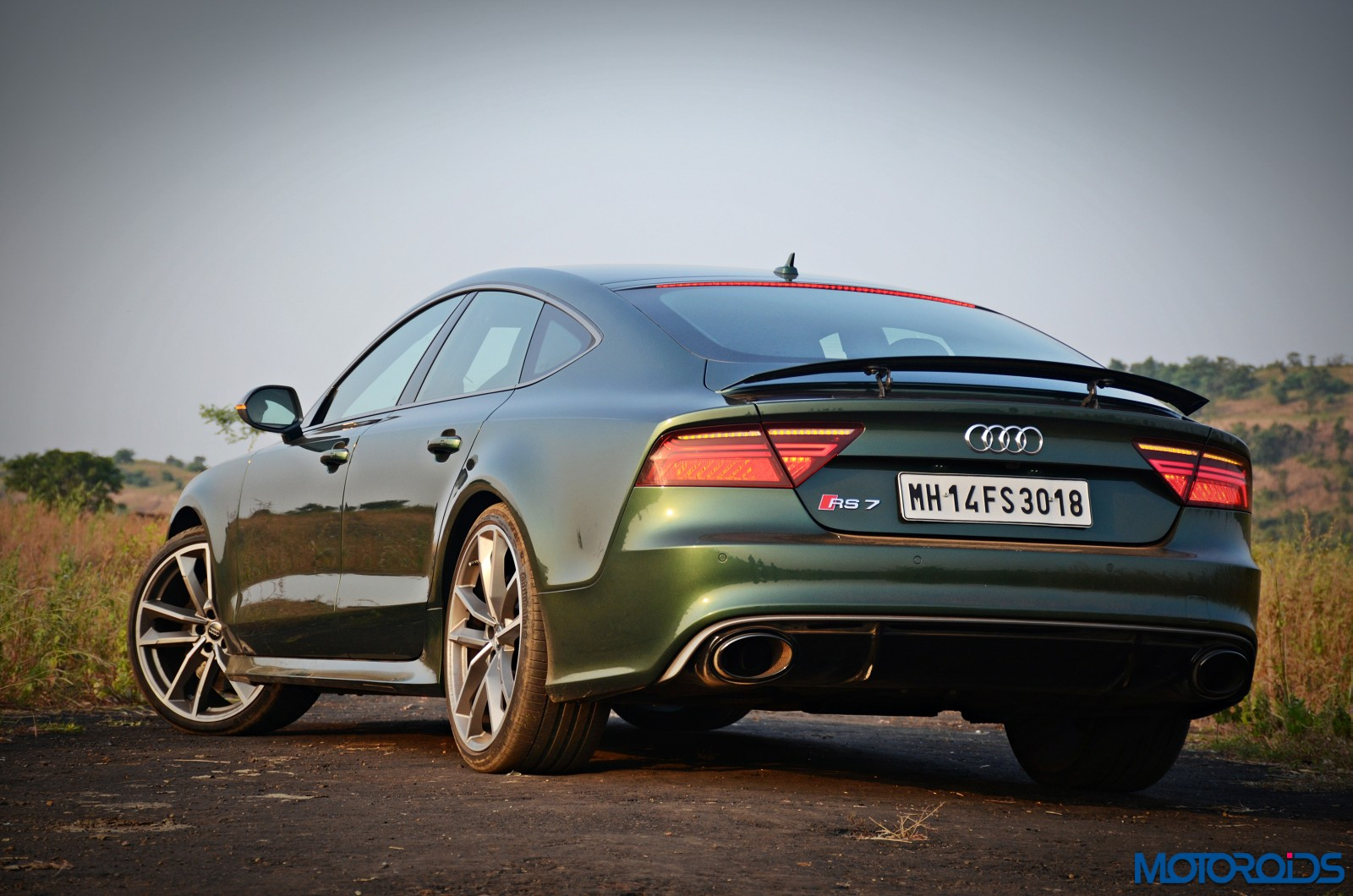 בלתי רגיל New 2017 Audi RS7 Performance Review : Pensive Monstrosity | Motoroids FQ-41
