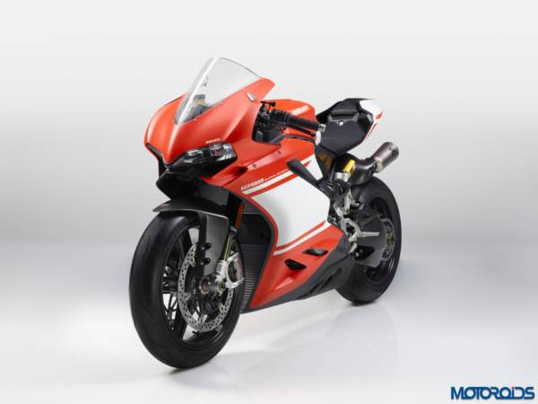 2017-DUCATI-1299-SUPERLEGGERA-5-600x450