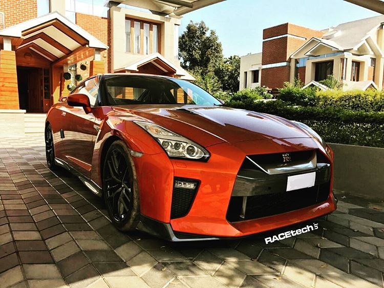 2017-nissan-gt-r-spotted-ahead-of-launch-1