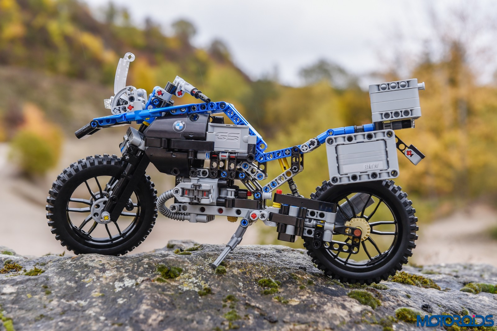 lego-technic-bmw-r-1200-gs-adventure-outdoor-15