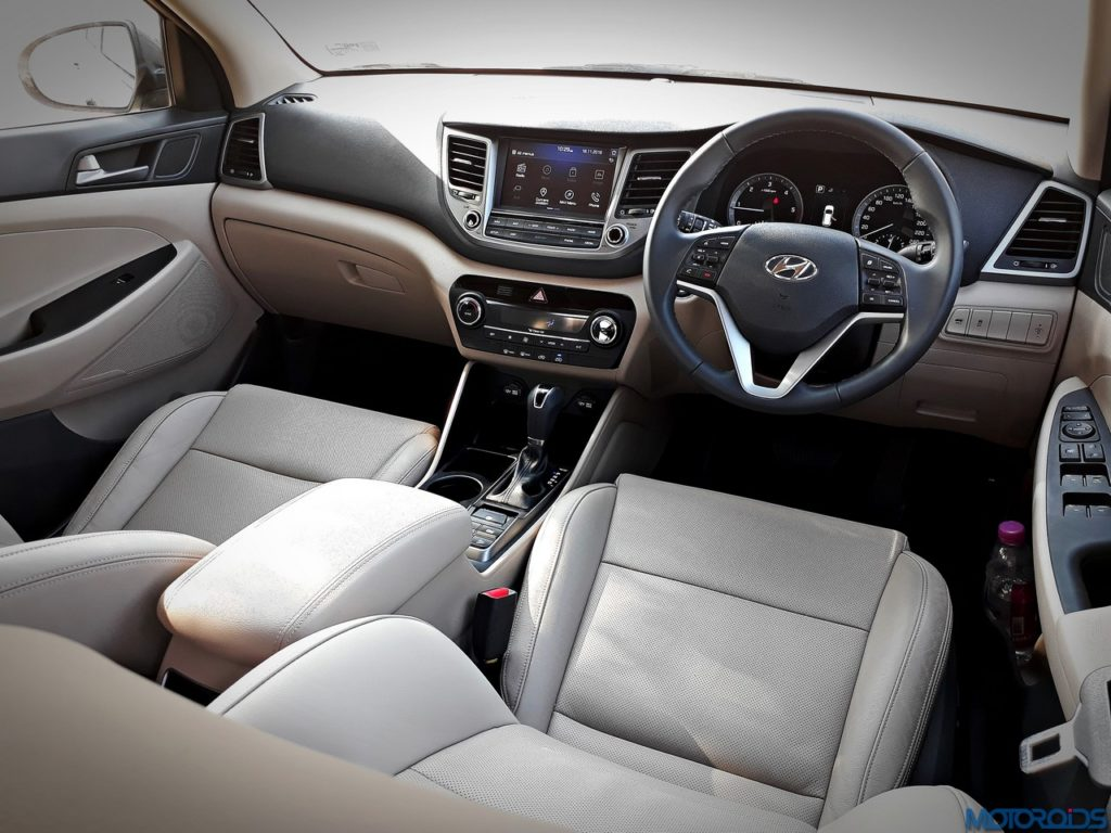 New hyundai tucson 2 0 diesel at review mid size for Interior hyundai tucson