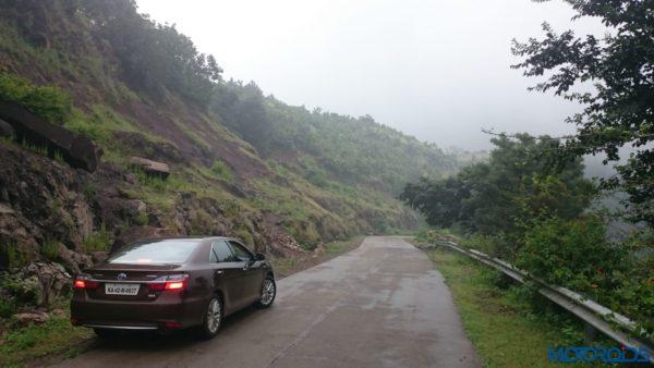 Toyota-Camry-Hybrid-Indore-to-Mumbai-via-Mandu-53-600x338