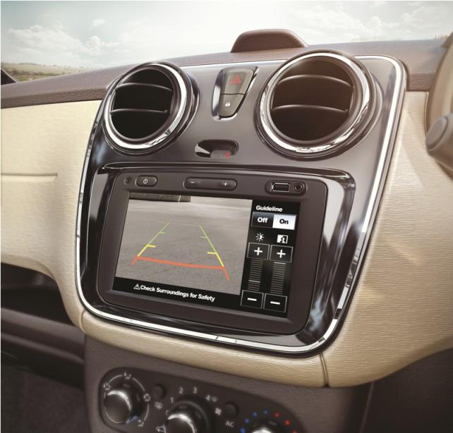 1media-nav-system-with-rear-view-camera-display