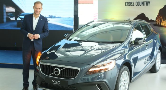 2017 Volvo V40 and V40 Cross Country launched, prices start at INR 27.20 lakh (Ex-Delhi)