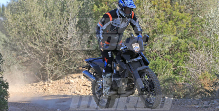 2018 KTM 800 Adventure Spied in Spain 8 750x380 SPIED : 2018 KTM 800 Adventure goes off roading [Clearest Images Yet]