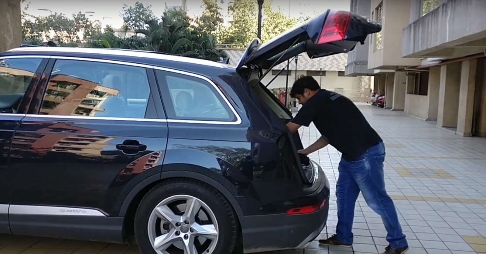 Audi-Q7-lowered-variable-boot-height