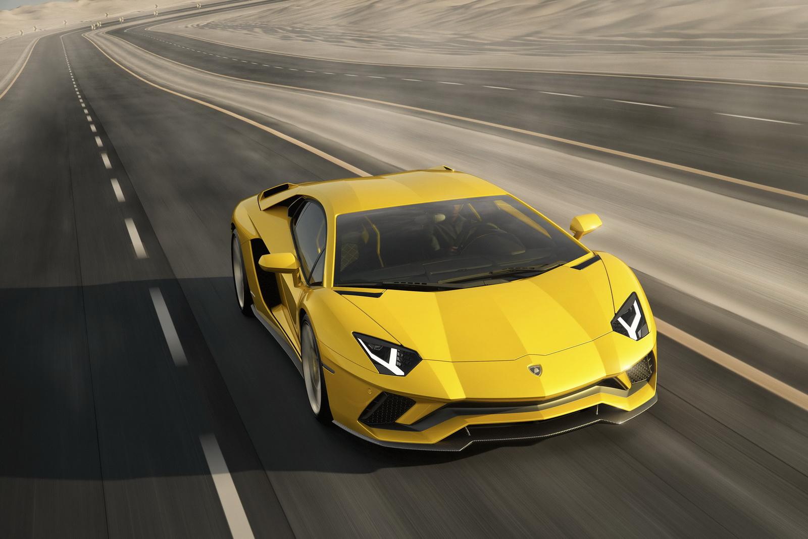 Lamborghini-Aventador-S-Coupé-1