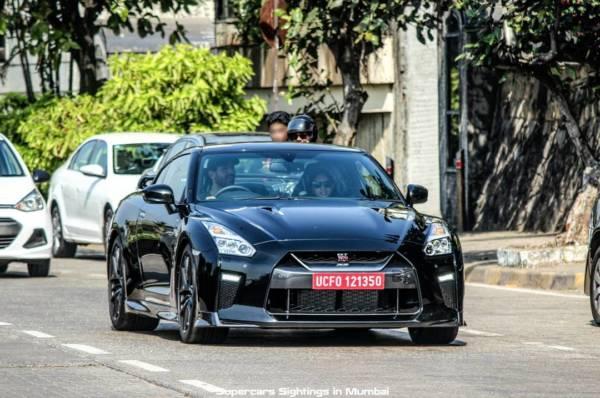 Nissan GT R Black Edition (1)