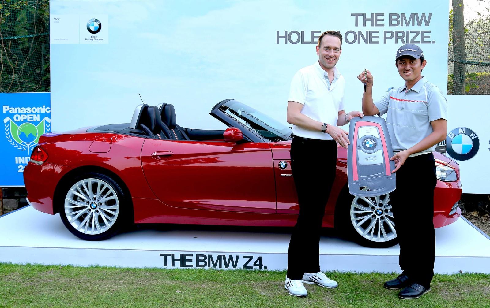 South-Korean-Golfer-Sung-Lee-drives-home-a-BMW-Z4-1