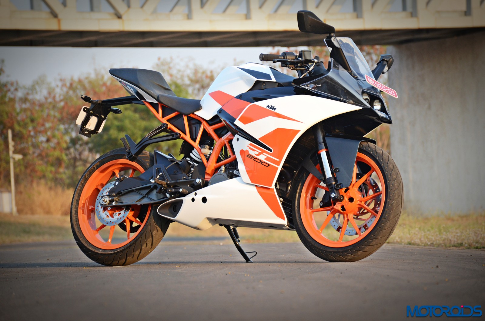 January 30, 2017-2017-KTM-RC200-front-3.jpg