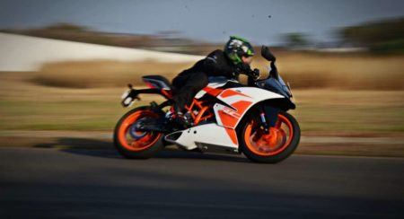 New 2017 KTM RC200 Track Review : Fresh Fervour