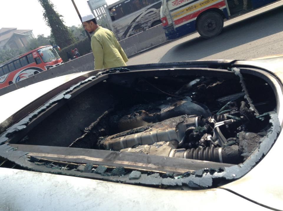 Audi-R8-V10-Burns-To-A-Crisp-In-Bangladesh-1