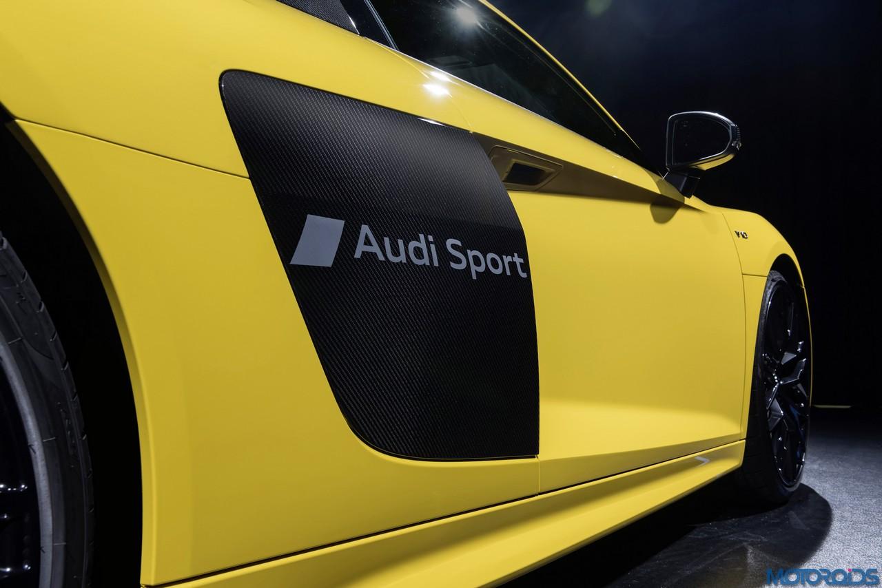 Audi-R8-inscribed-sideblade-script-2