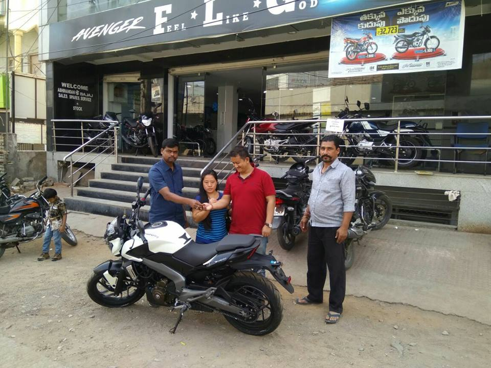 Bajaj-Dominar-400-deliveries-commence-2