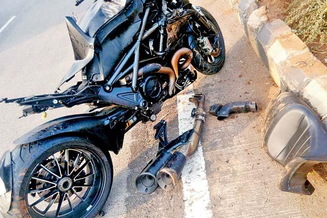 Ducati-Diavel-Crash-In-Mumbai-1