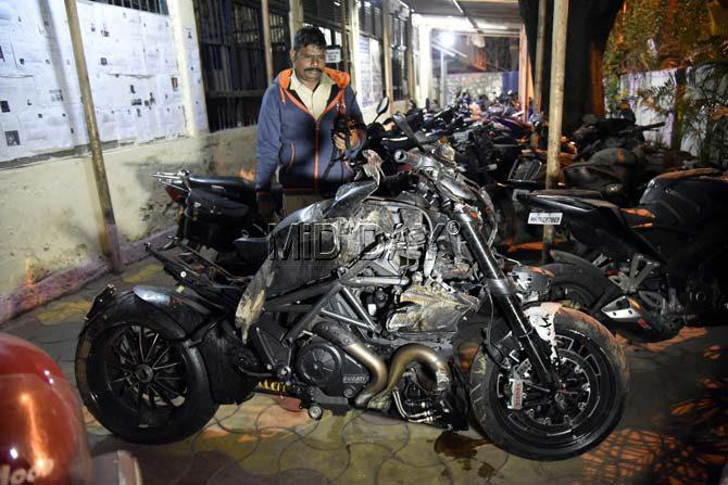 Ducati-Diavel-Crash-In-Mumbai-3