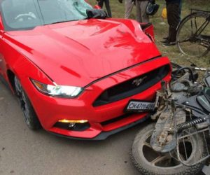 Ford Mustang Crash India 1 300x250 Chandigarh: Ford Mustang GT Crashes Into Bajaj Discover