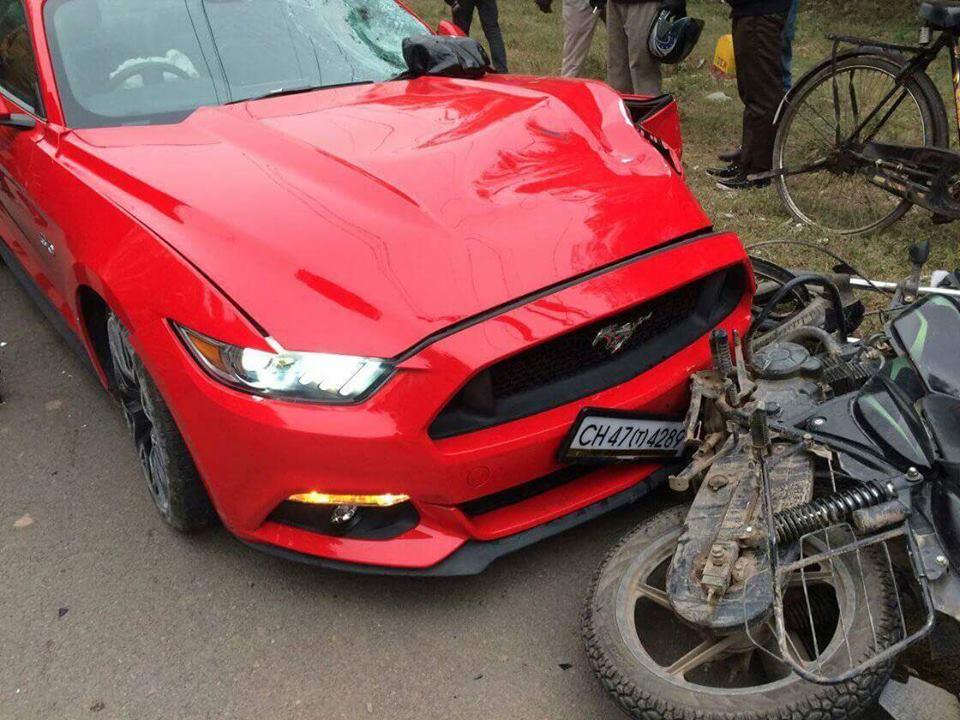 Ford-Mustang-Crash-India-1