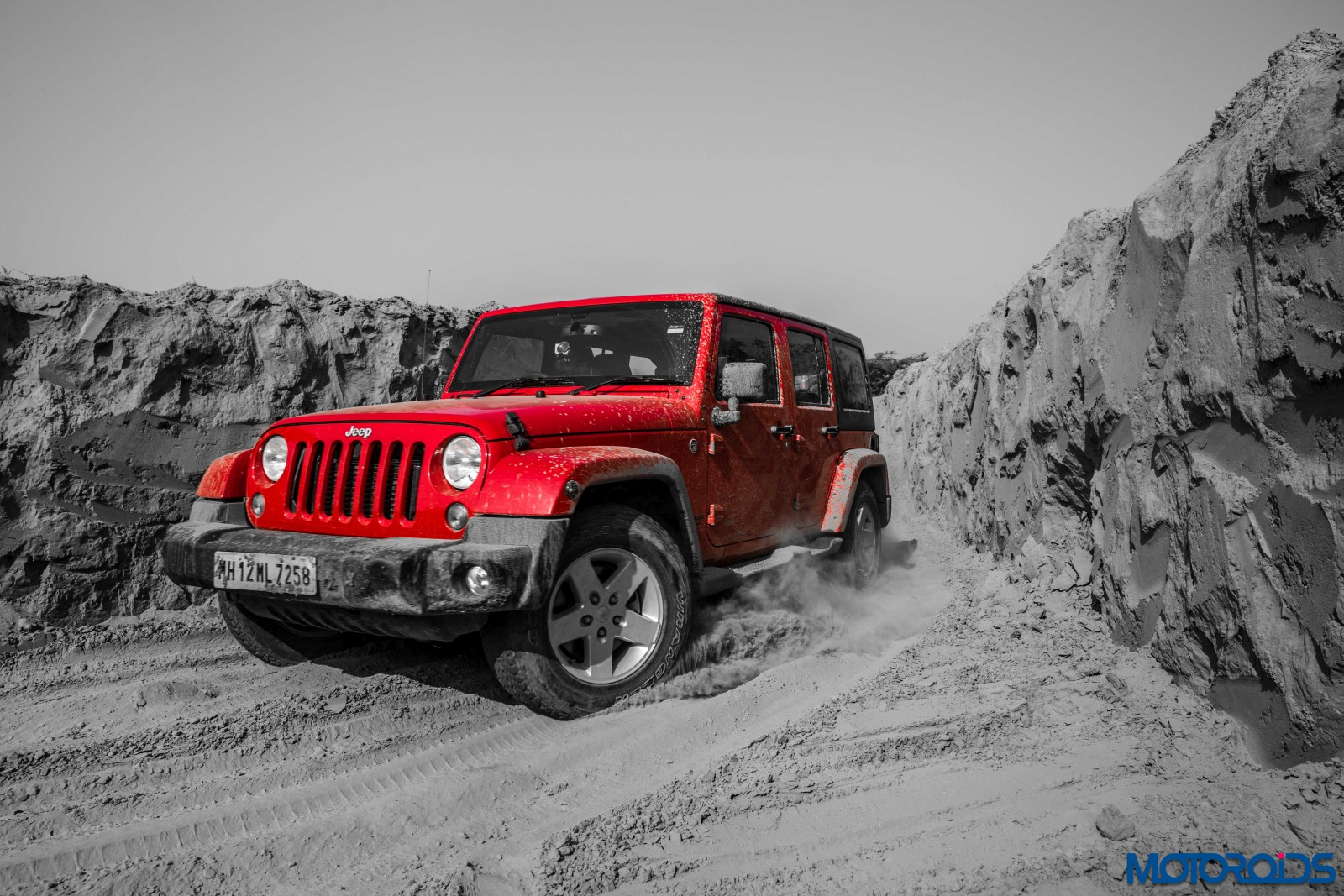 jeep grand cherokee srt and wrangler off road experience mud grapplers motoroids. Black Bedroom Furniture Sets. Home Design Ideas